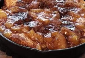 Baked- Skillet- Apple- Pie- Biscuits